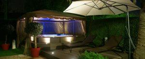 Aurora sous tonnelle de nuit sur terrasse venant habillée le spa